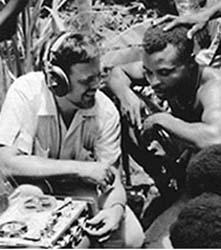 لومکس درحال ضبط در دومینیکن، ١٩۶٢. عکاس: Antoinette Marchand